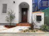 半円形状の漆喰塗り壁の家画像1